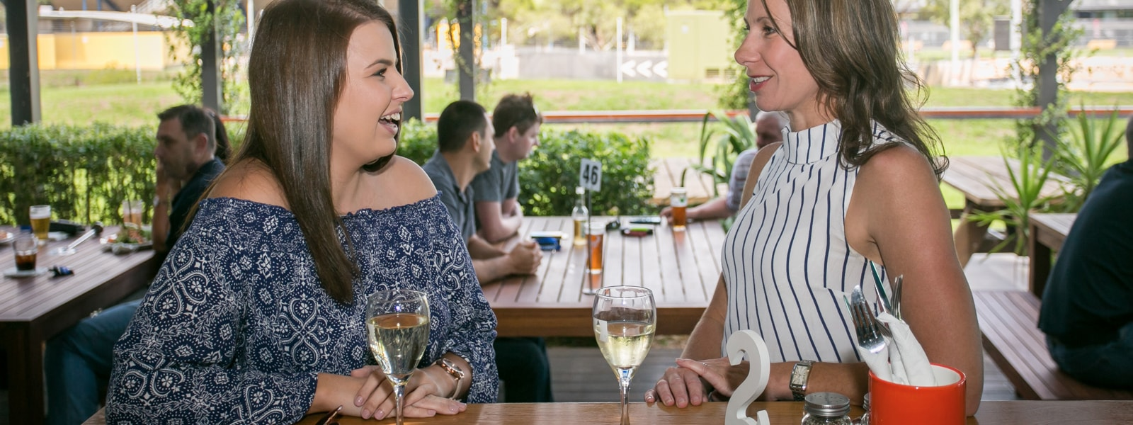Alph Hotel Eastern Creek - Oak Bar and Dining Customers-min
