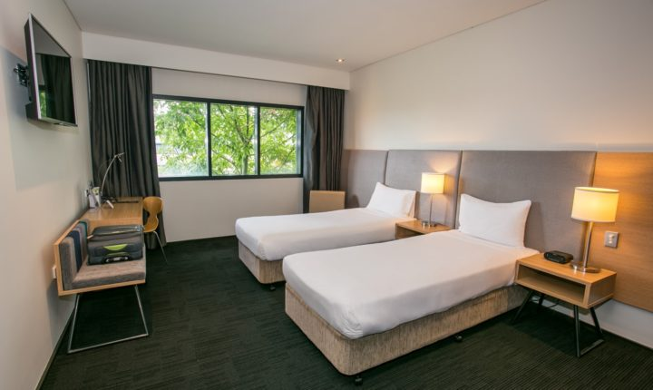 https://alphahoteleasterncreek.com.au/wp-content/uploads/2013/10/Alpha-Hotel_Twin-Room.jpg